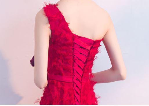 ชุดราตรียาวสีแดง