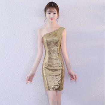 ชุดราตรีสีทอง