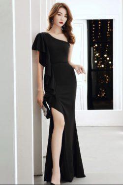 ชุดราตรียาวสีดำ